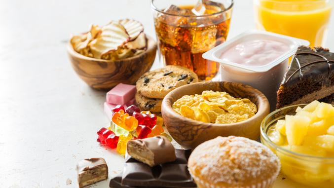 alimentos que dañan los dientes: azúcares y dulces
